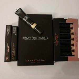COPY - Anastasia Makeup Set.